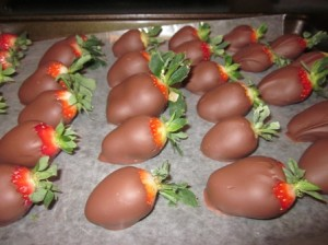Final-Chocolate-Covered-Strawberries-Side-View-300x224